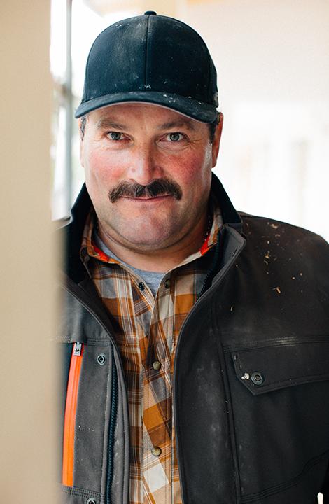 Raimund verfügt über 30 Jahren Berufserfahrung und weiß auch, welche Arbeitskleidung ideal ist