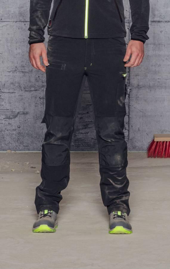 Arbeithose mit 4-Wege-Stretch Material für mehr Komfort
