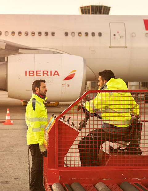 Das Team von Iberia trägt die Warnschutzkleidung aus der Neon Kollektion
