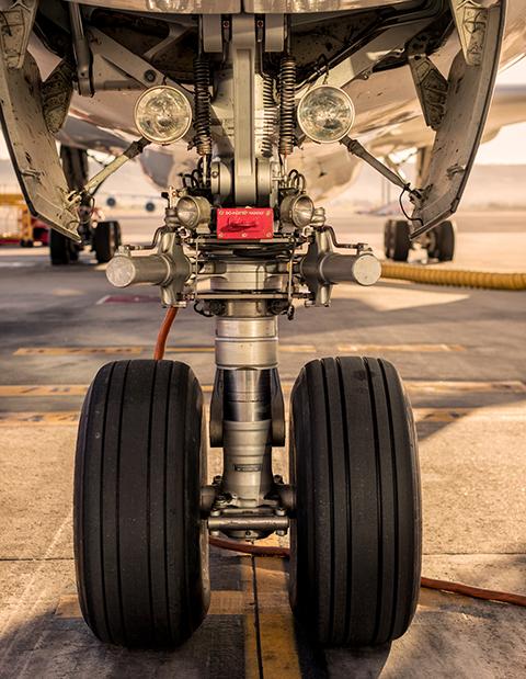 Das Flugzeug wird von Master Fernando Lara vor jedem Start gewartet