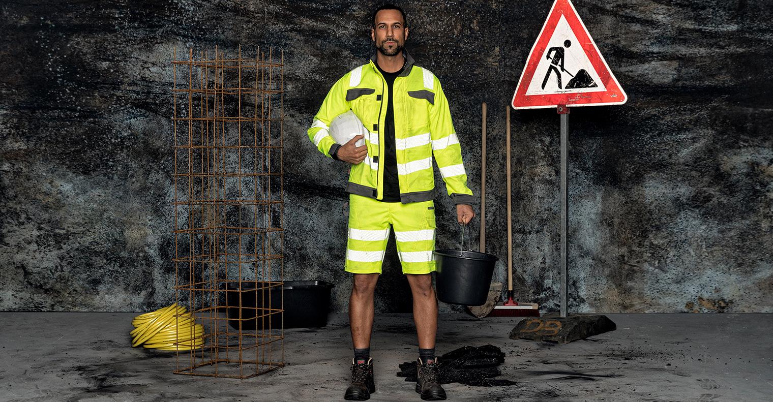 Innovativer Look für den Straßenbau oder öffentlichen Dienst: Shorts & Bundjacke