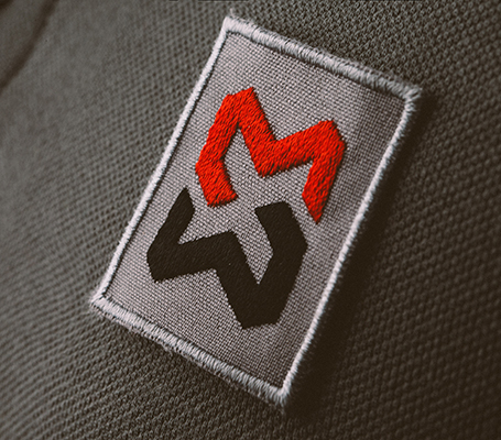 Stickabzeichen auf Arbeitskleidung Logo wird auf Stoffemblem gestickt geeignet bei Personalisierung ihrer Mitarbeiterkleidung